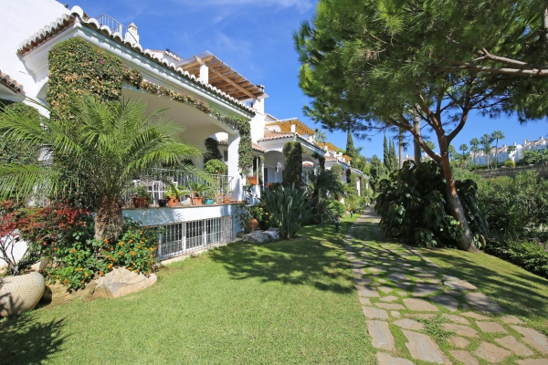 Sold: 4 Bedroom, 3 Bathroom Townhouse in Señorio de Marbella, Marbella Golden Mile