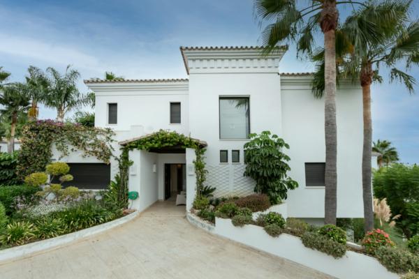 6 Bedroom, 6 Bathroom Villa For Sale in Lomas de Magna Marbella, Marbella Golden Mile